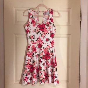 Cute little floral dress!!